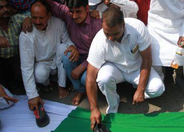 Un ataque terrorista deja 17 soldados indios muertos en Cachemira