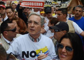 El partido de Uribe expresa su rechazo al mensaje de Vargas Llosa sobre la paz en Colombia