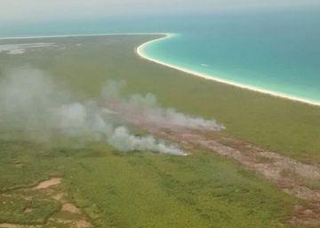 Un incendio amenaza la isla paradisiaca de Holbox