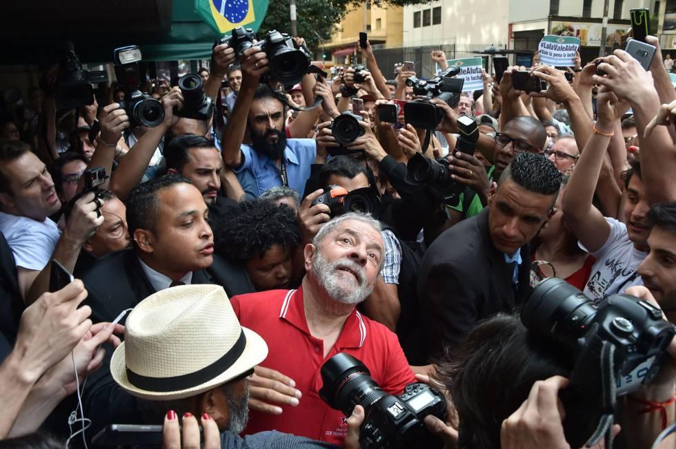 El expresidente brasileño Luiz Inácio Lula da Silva tras una rueda de prensa en la que se defiendió de las acusaciones de corrupción el pasado 15 de septiembre.