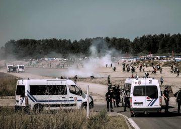 Policías belgas llevaron a 13 emigrantes hasta Francia para ayudarlos