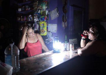 Puerto Rico pasa su segunda noche a oscuras tras el apagón total de la isla