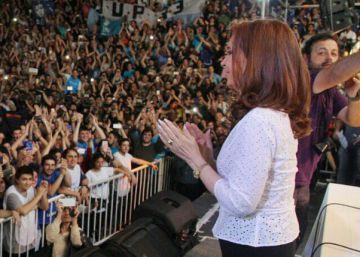 Cristina Kirchner intenta resistir con los jóvenes militantes