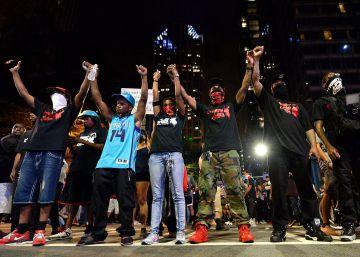 Charlotte protesta en calma tras la muerte de un manifestante