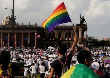 La Iglesia mexicana saca a la ultraderecha de las catacumbas en su ofensiva antigay