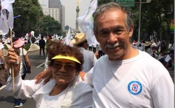 Pedro Lecona y Reina López durante la marcha por la Familia