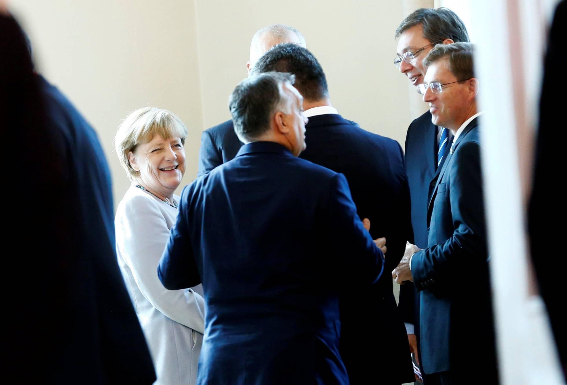 Problemas internos enfraquecem a liderança de Merkel na Europa