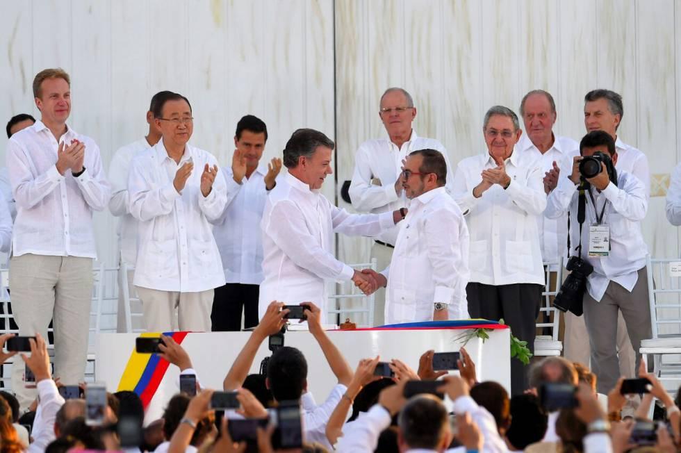 Colômbia enterra meio século de guerra