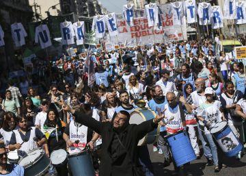 Nuevas huelgas aumentan la presión sobre Mauricio Macri