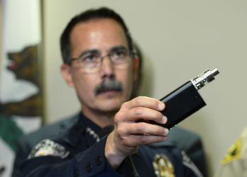 El jefe de policía de El Cajon muestra un vaporizador parecido al de Olango.