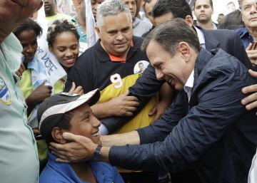 Brazilians punish traditional politicians at local elections