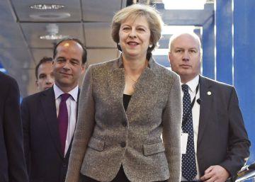 Bruselas rechaza empezar a negociar hasta que Londres active el 'Brexit'
