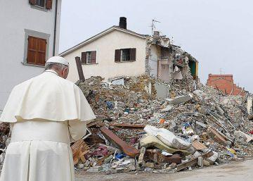 El Papa visita Amatrice por sorpresa para celebrar su santo con las víctimas del terremoto