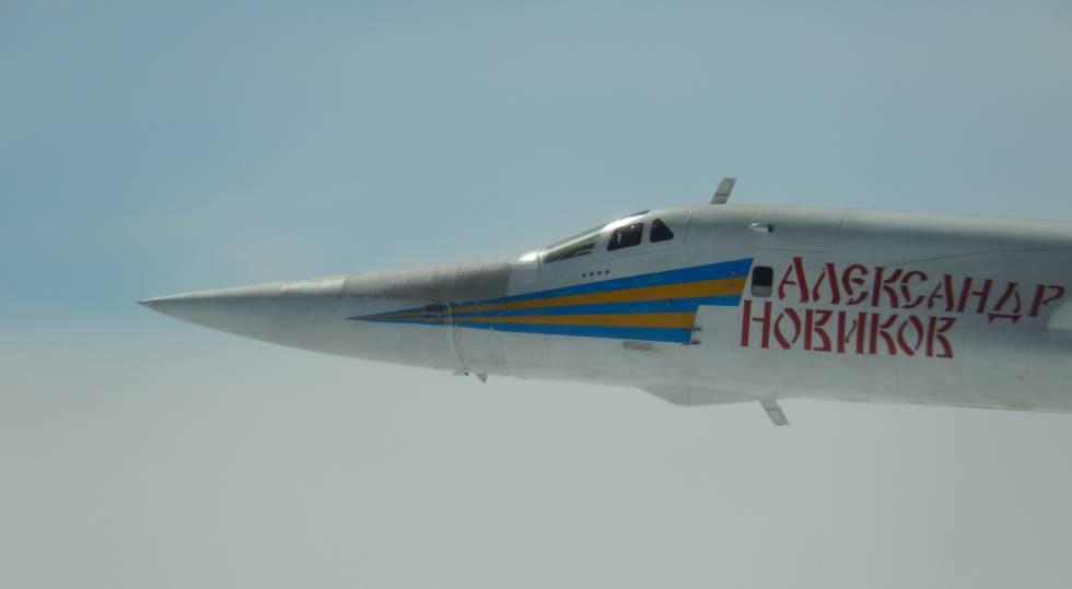 Uno de los bombarderos Tu160 Blackjack en una imagen difundida por el Ministerio de Defensa francés.
