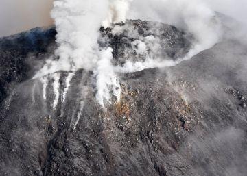 Más de 300 personas, evacuadas por la actividad del volcán de Colima en México