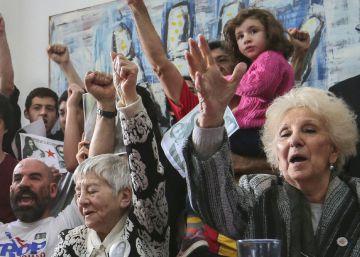 Las Abuelas de Plaza de Mayo recuperan al nieto 121 robado por la dictadura argentina