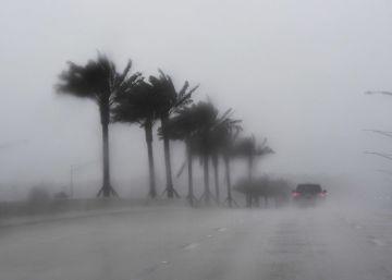 Matthew se debilita a categoría 3 cerca de la costa de Florida