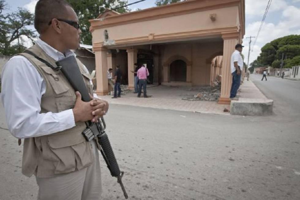 Edificio destruido por Los Zetas en Allende (Coahuila).