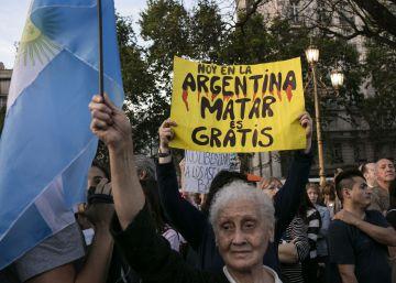 Miles de argentinos protestan por la inseguridad con una tensión creciente