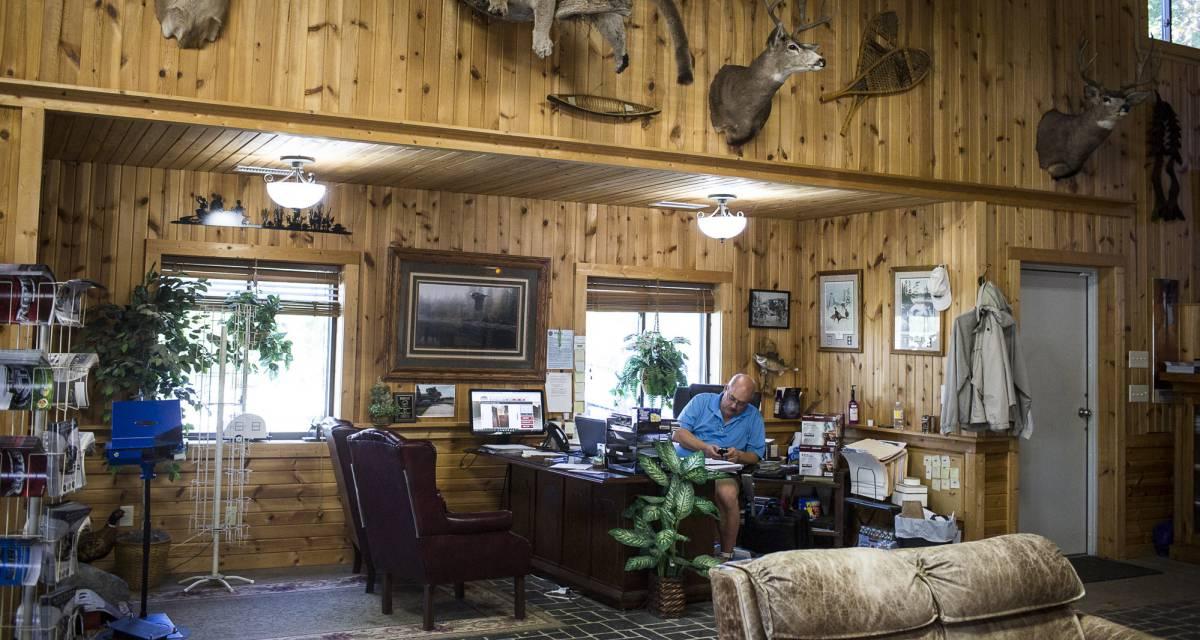 Un concesionario en Elkhart (Indiana), un raro ejemplo de prosperidad de la industria manufacturera en los Estados Unidos.