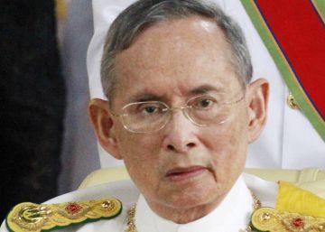 Muere Bhumibol, el rey que encarnó a Tailandia durante 70 años