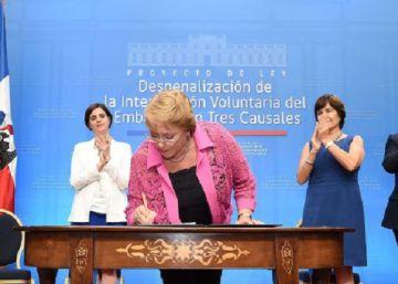 Los mineros rescatados en Chile rechazan la ley de aborto de Bachelet