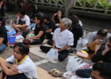 Tailandia contiene el aliento ante una incierta transición