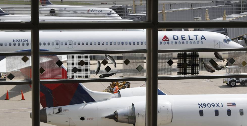 Aviones de Delta en el aeropuerto Ronald Reagan de Washington.