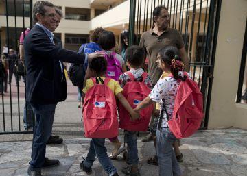 La escolarización de niños refugiados en Grecia despierta el rechazo social