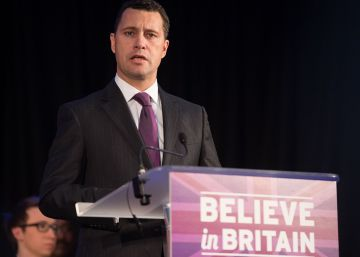 El favorito a liderar el UKIP agredido por un compañero deja el partido