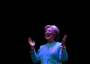 "70 Nobel piden votar a Clinton para ""preservar las libertades"""