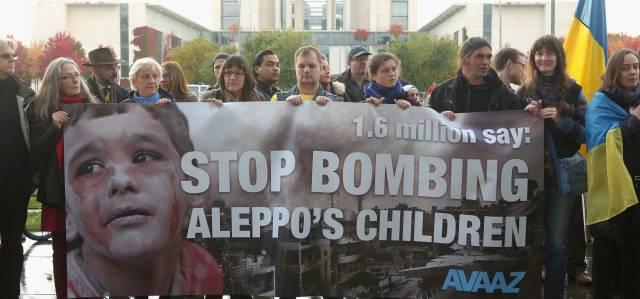Activistas en Berlín protestan por la guerra en Siria.