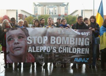 Hollande y Merkel acusan a Putin de crímenes de guerra en Siria