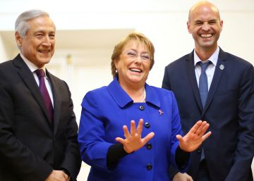 Bachelet cambia su gabinete a cuatro días de las municipales