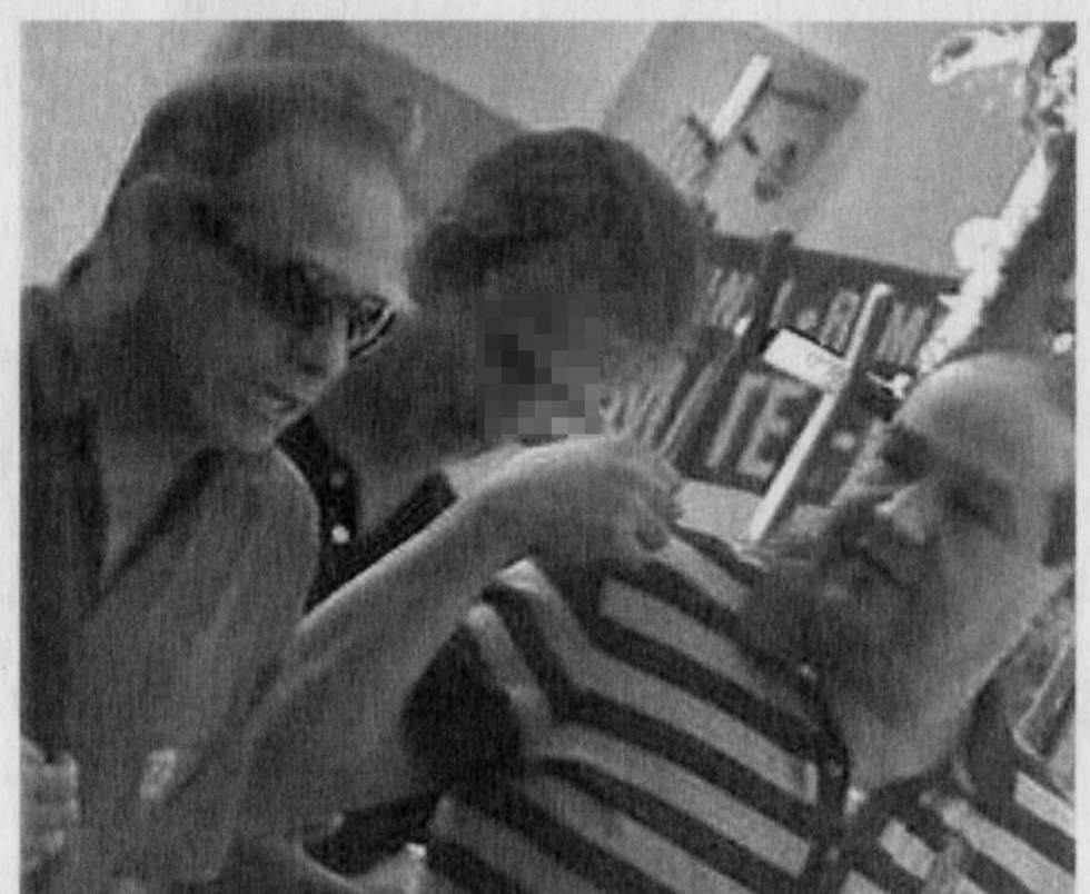 Juan Manuel Muñoz, a la izquierda con gafas, en una reunión en Madrid grabada por la Policía