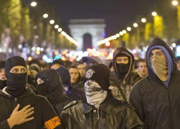 Hollande cede tras las protestas de policías en servicio y armados