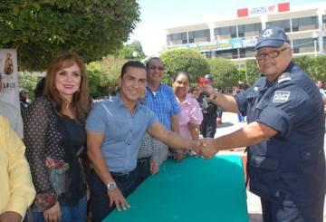 De izquierda a derecha: La esposa del alcalde, María de Los Ángeles Abarca; el alcalde, José Luis Abarca, y el jefe policial de Iguala, Felipe Flores Velázquez.