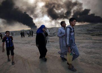 El Estado Islámico se defiende con una nube de humo tóxico