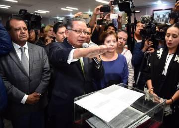 En México se sanciona a 22 funcionarios al día por corrupción