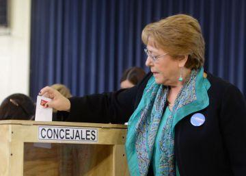 Los políticos chilenos llaman a votar en las elecciones municipales