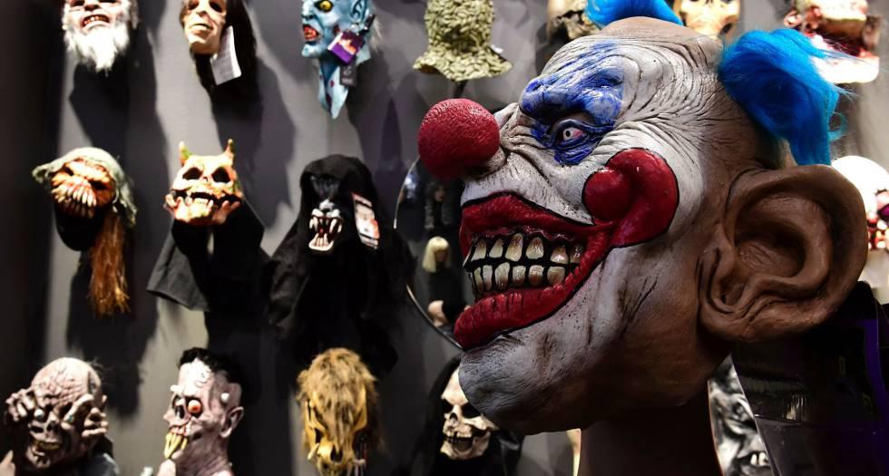 Una máscara de payaso en una tienda de Berlín.