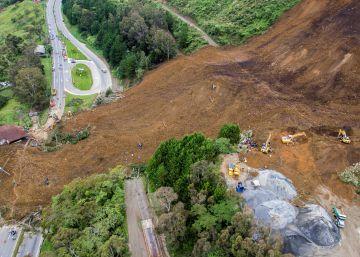 Al menos seis personas mueren por un alud en una carretera en Colombia
