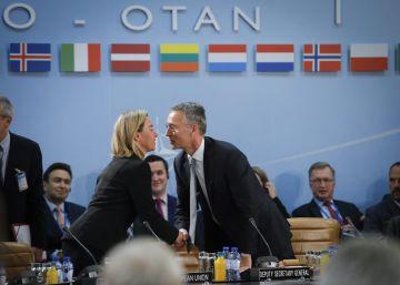 La OTAN extiende al Mediterráneo central su papel en la crisis migratoria