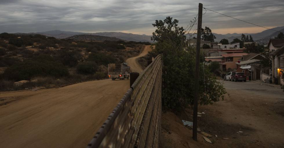 essays on mexican border One of the key components in this debate is the border of the united states of  america and mexico mexican citizens illegally enter the united states of america .