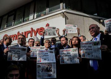 Turquía detiene al director y varios periodistas del diario 'Cumhuriyet'