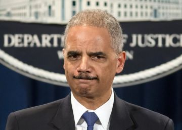 Destacados ex altos cargos de Justicia critican el anuncio del FBI sobre Clinton