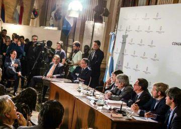 Macri pelea con la oposición en el Senado para imponer el voto electrónico en Argentina