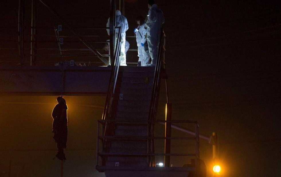 La barbarie regresa a Tijuana con un cadáver colgado de un puente