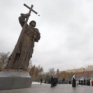 Acto de inauguración del monumento al príncipe Vladímir, este viernes en Moscú.