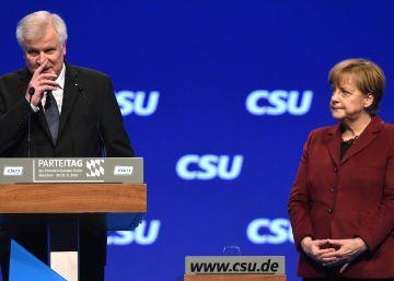 La CSU bávara escenifica su pelea con Merkel al no invitarla a su congreso